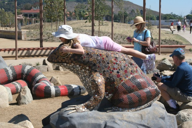 Precast Red-legged Frog with Mosaic Tiles